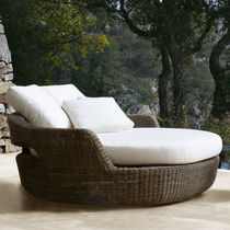 Contemporary daybed / resin wicker / garden