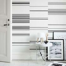 Contemporary wallpaper / striped