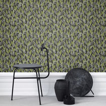 Traditional wallpaper / floral / gray / black