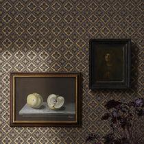 Classic wallpaper / patterned / white / black