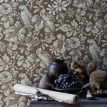 Traditional wallpaper / floral / brown