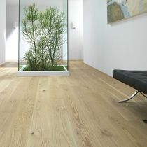 Engineered parquet flooring / glued / oak / varnished