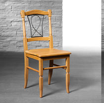 Traditional chair / with armrests / solid wood