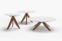 Contemporary coffee table / oak / lacquered MDF / round