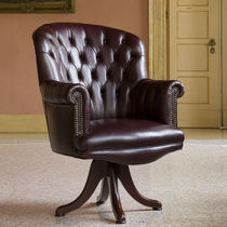 Chesterfield visitor armchair / wooden / leather / star base