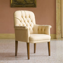 Chesterfield visitor armchair / beech / leather