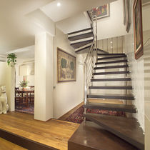 Half-turn staircase / wooden steps / self-suppporting / without risers
