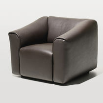 Contemporary armchair / leather / black / brown