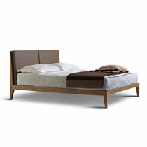 Double bed / contemporary / wooden / with headboard