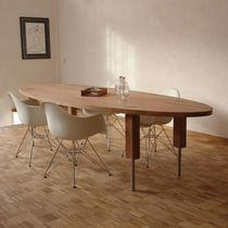 Contemporary conference table / wooden / oval / round