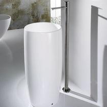 Free-standing washbasin / round / ceramic / contemporary