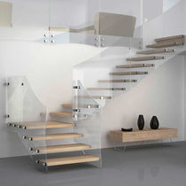 Quarter-turn staircase / wooden steps / glass frame / without risers