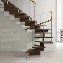 Half-turn staircase / wooden frame / wooden steps / central stringer