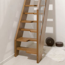 Straight staircase / wooden frame / wooden steps / lateral stringer