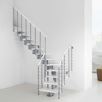 Quarter-turn staircase / wooden steps / stainless steel frame / without risers