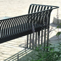 Public bench / traditional / metal / with armrests