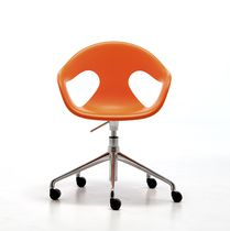 Contemporary visitor chair / polypropylene / on casters / with armrests