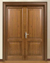 Entry door / swing / wooden