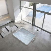 Acrylic bathtub / hydromassage / chromotherapy