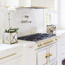 Marble countertop / kitchen