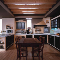 Traditional kitchen / wooden / U-shaped