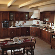Traditional kitchen / solid wood / wooden