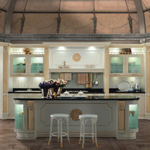 Traditional kitchen / wooden / island / lacquered