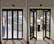 Folding door / aluminum / automatic / laminated