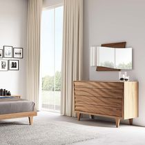 Contemporary chest of drawers / lacquered wood / white / beige