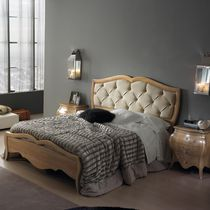 Double bed / traditional / leather / wooden