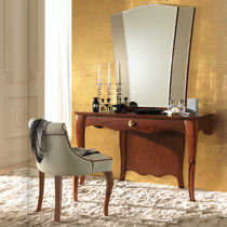 Traditional dressing table / wooden