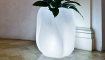 Polyethylene garden pot / illuminated / by Ross Lovegrove