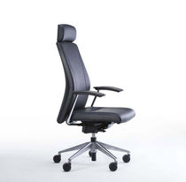 Contemporary executive chair / leather / swivel / on casters