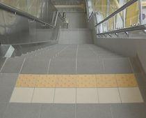 Porcelain stoneware tactile tile
