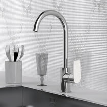 Washbasin mixer tap / chromed metal / chrome-plated brass / kitchen