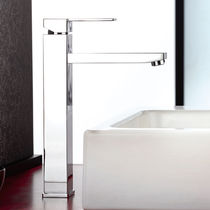 Washbasin mixer tap / chromed metal / chrome-plated brass / bathroom