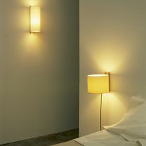Contemporary wall light / round / cardboard / beech