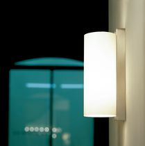 Contemporary wall light / vertical / plastic / metal