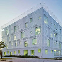 Methacrylate ventilated facade