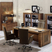 Executive desk / walnut / traditional