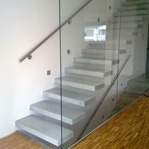 Straight staircase / concrete steps / overhead / without risers