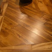 Engineered parquet flooring / glued / aged