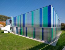 Cellular polycarbonate panel / building
