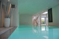 In-ground swimming pool / concrete / perimeter overflow / indoor