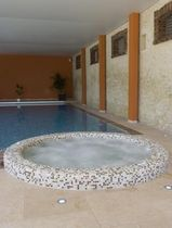Built-in hot tub / round / 6-seater / mosaic