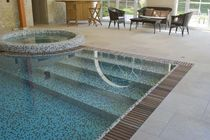 In-ground swimming pool / concrete / overflow / indoor