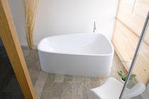 Free-standing bathtub / acrylic / double