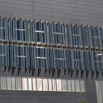 Wire mesh solar shading / stainless steel / for facades / vertical