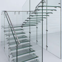Half-turn staircase / glass steps / glass frame / without risers