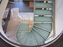 Half-turn staircase / metal frame / glass steps / lateral stringer